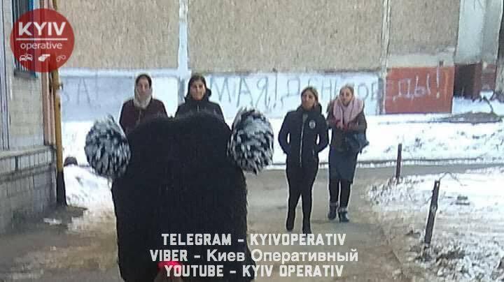"""""""Орудують групою"""": у мережі розповіли про нові злочини ромів у Києві"""
