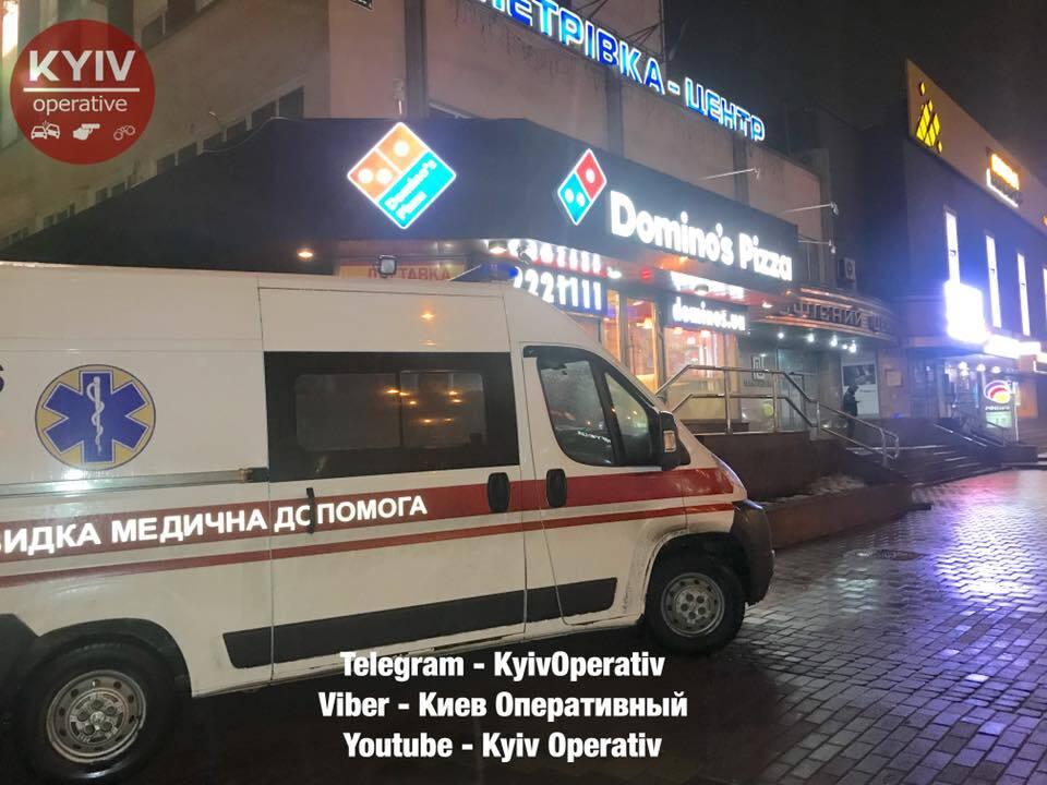 У піцерії Києва за дивних обставин помер чоловік