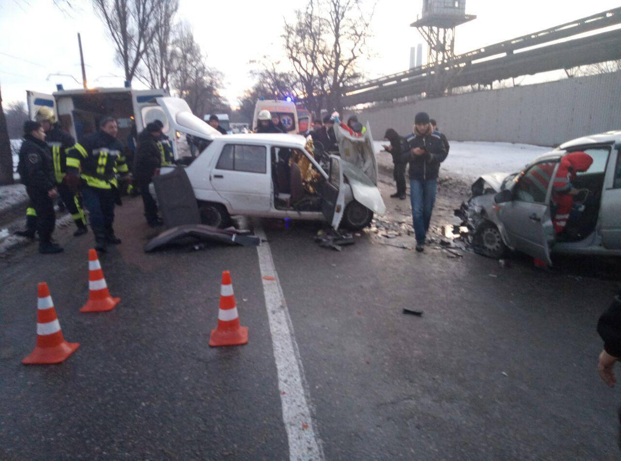 Четверо пострадавших и разбитые авто: утреннее ДТП в Запорожье (ФОТО)