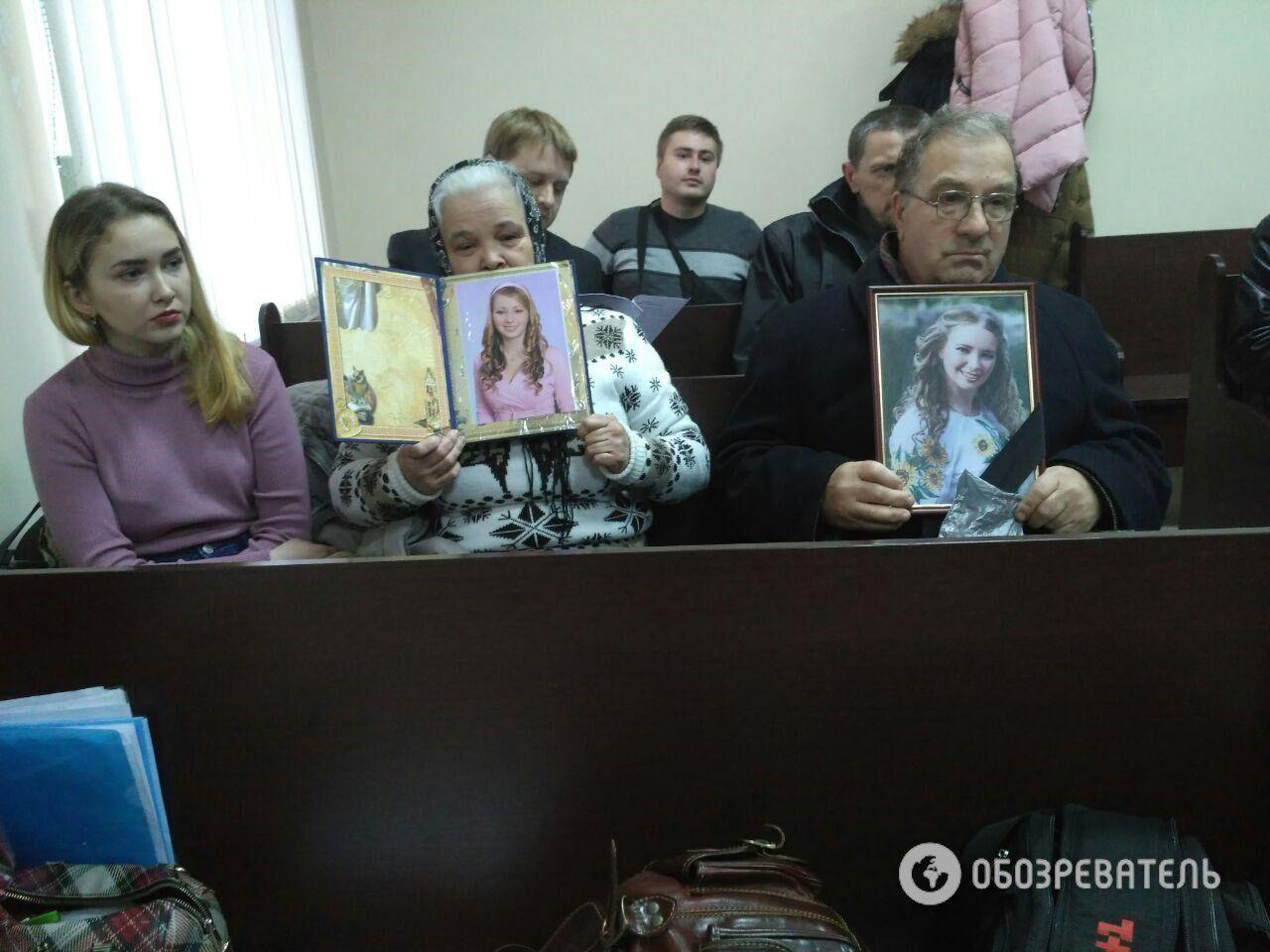 Дочь Настя и родители Ирины Ноздровской во время судебного заседания 27 декабря 2017 года