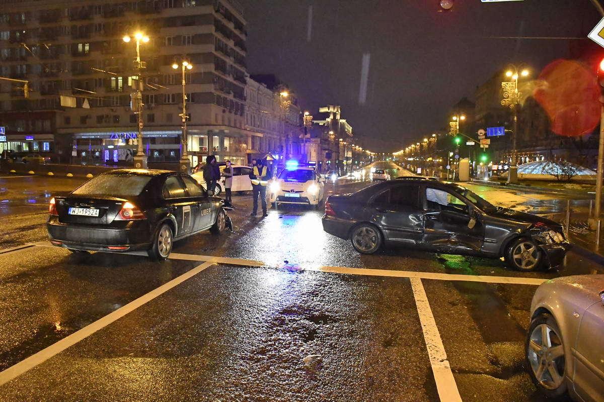В Киеве водитель без документов разбил несколько авто