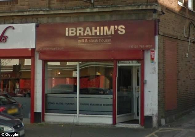 В Англии ресторан жестко наказали за еду на деревянных досках