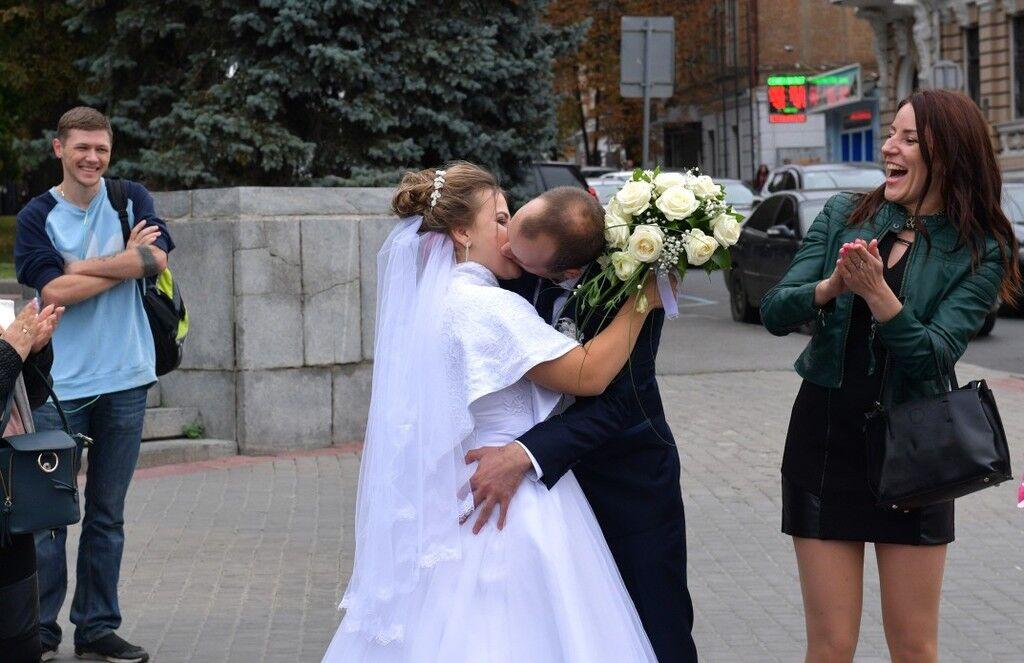 Порошенко удивил своим появлением на свадьбе в Харькове