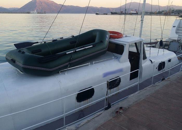 Біля берегів Греції затримали українську яхту з нелегалами