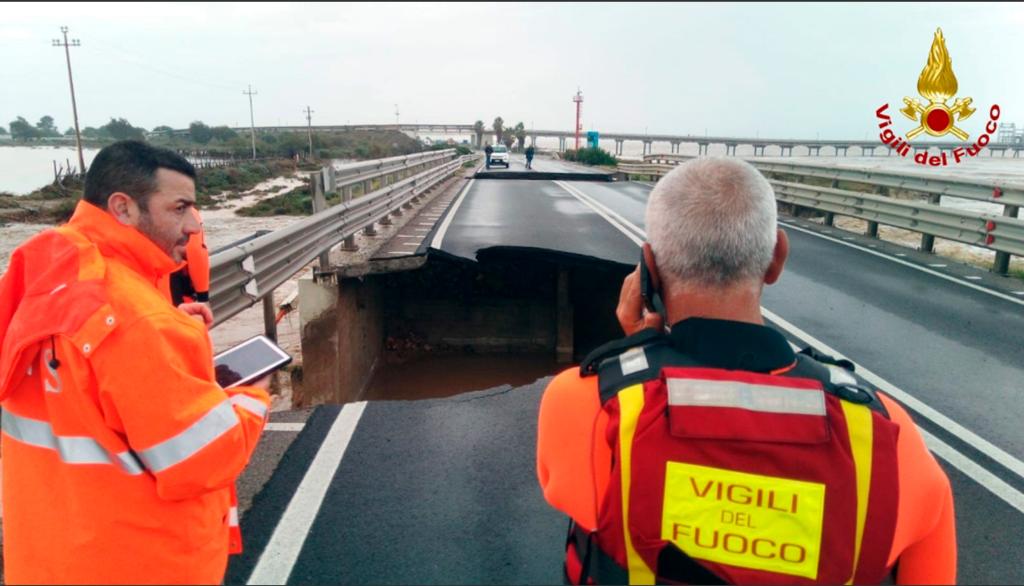 В Италии рухнул еще один мост: фото и видео с места ЧП