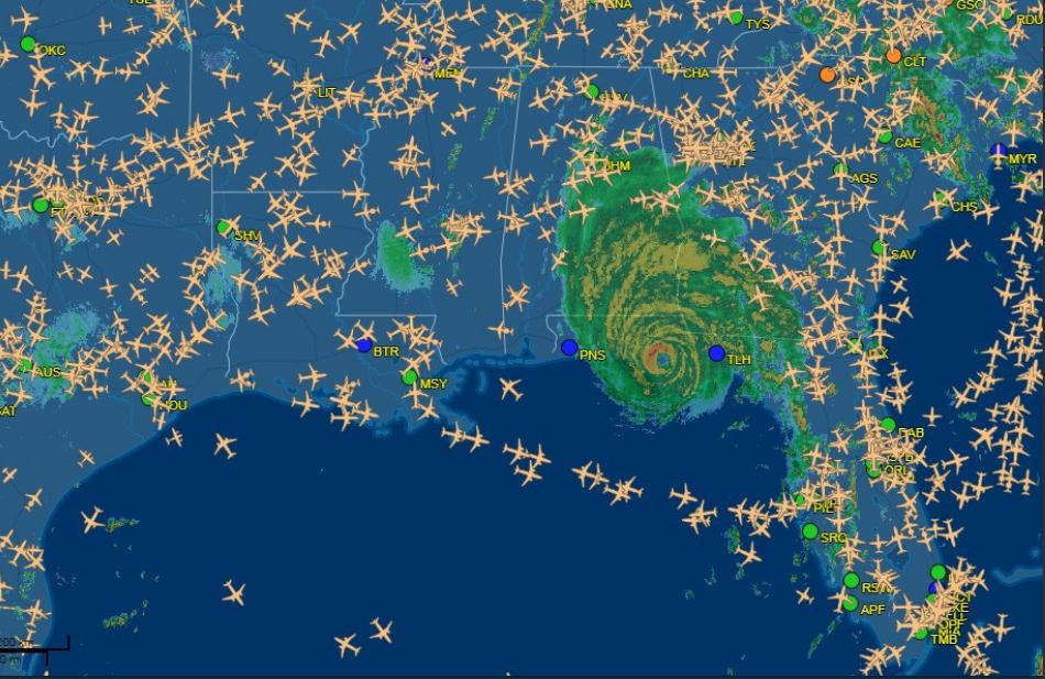 На США обрушился мощнейший ''ураган столетия'': фото и видео апокалипсиса