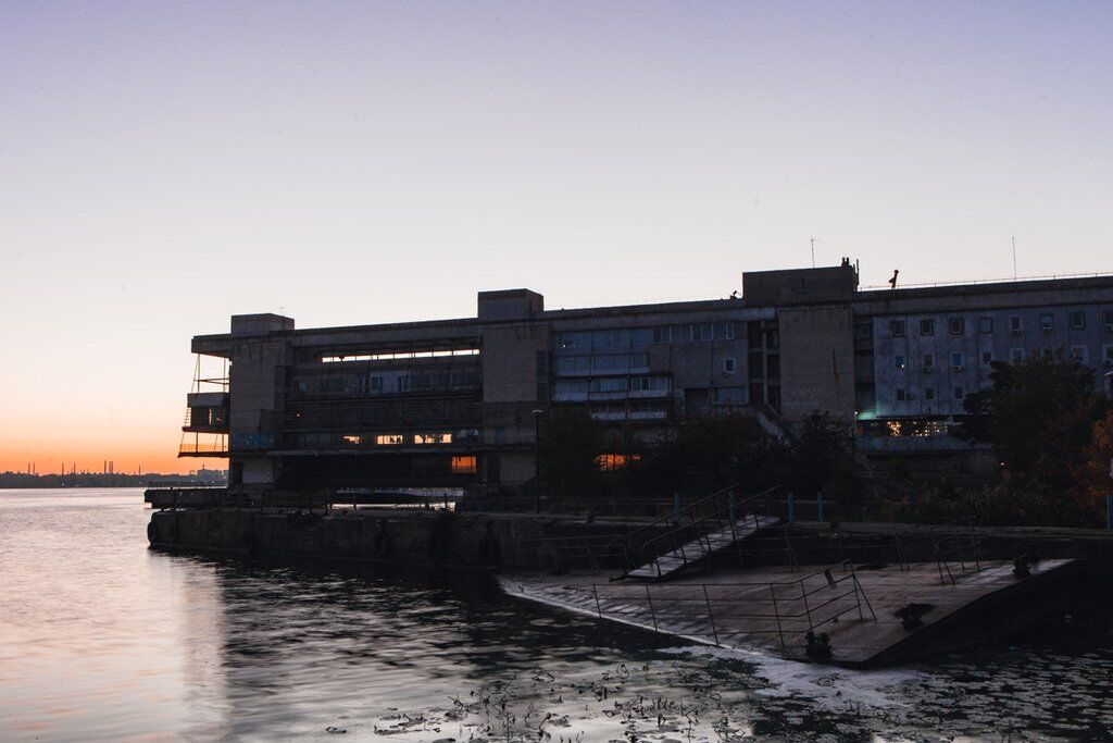 Фотограф показав світанок в річковому порту Дніпра: чарівні фото