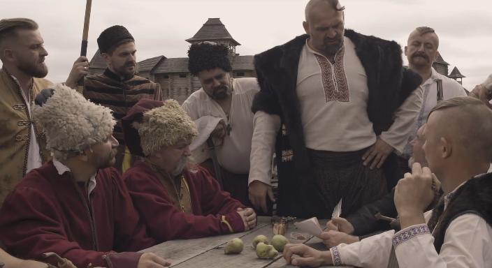"""Результат пошуку зображень за запитом """"Українці виконали ролі козаків, відтворивши процес написання легендарного листа. Але в даному випадку не турецькому султану, а """"московським шайтанові, Володимиру-настамнету"""""""""""