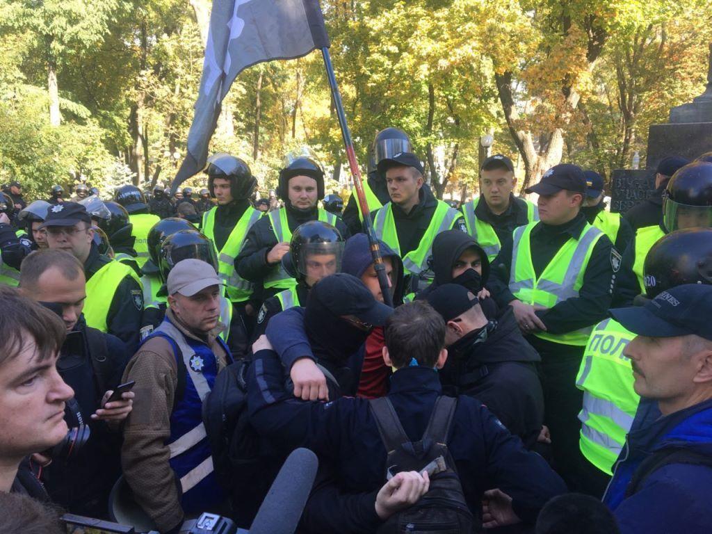 В Киеве собрались уничтожить известный памятник
