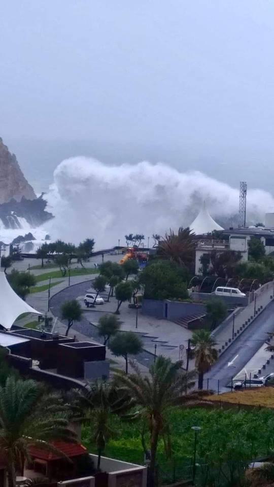 Мощный ураган ''Лесли'' добрался до Европы: появились фото и видео
