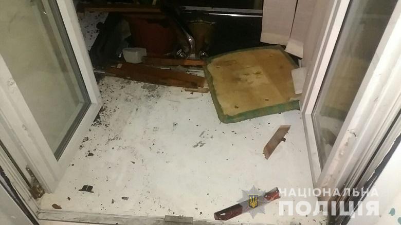 В Киеве радикалы атаковали офис Медведчука: виео