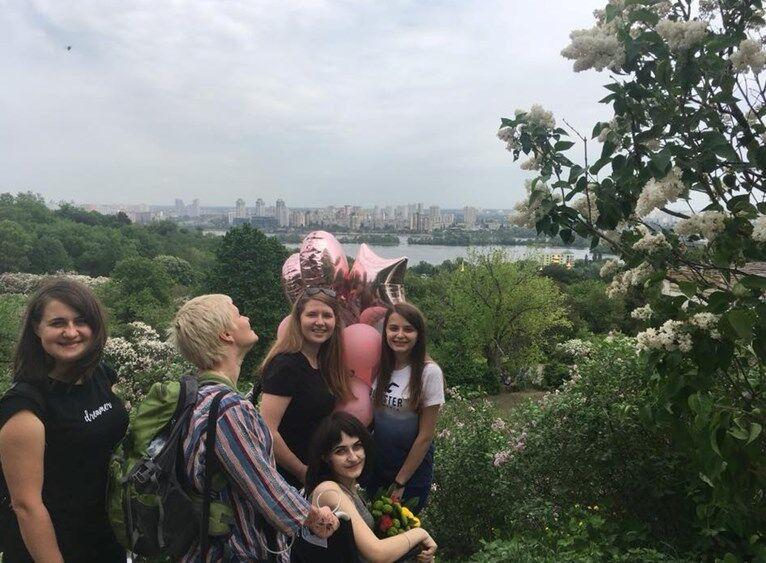Леру Єршову везуть на прогулянку в Ботанічний сад
