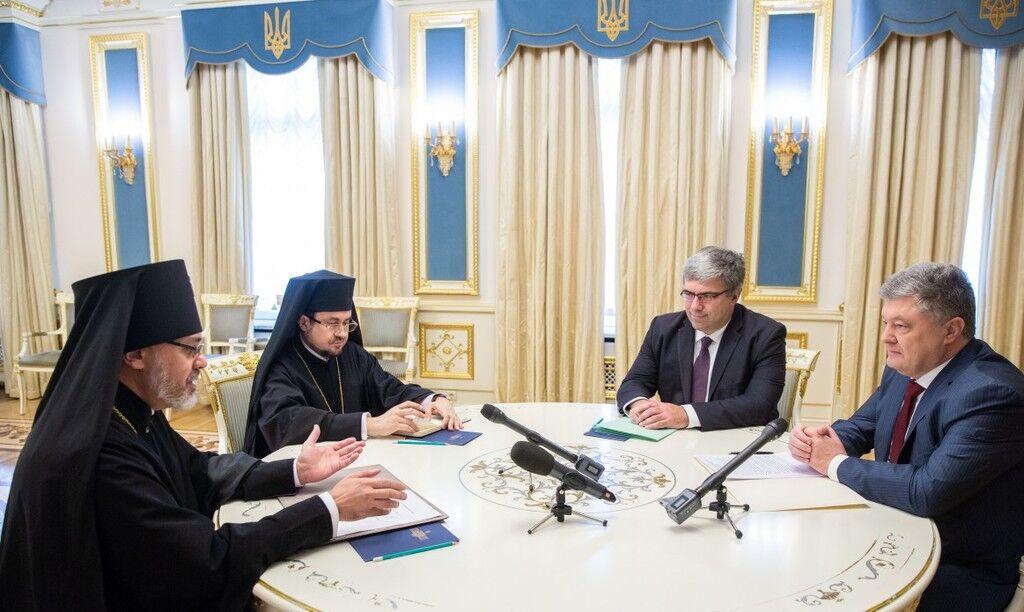 """""""Ім'я вписано золотими літерами"""": єпископ порівняв Порошенка із Ярославом Мудрим"""
