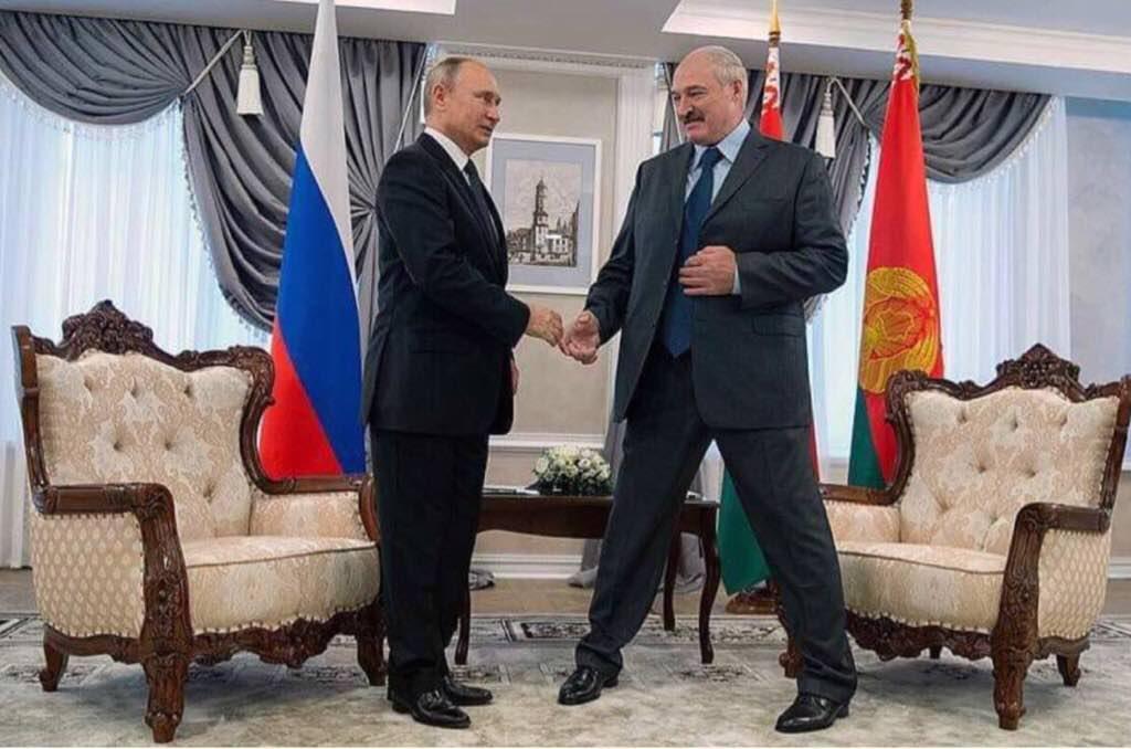 ''Лукашенко почти в шпагате'': Путина высмеяли за новую уловку с ростом