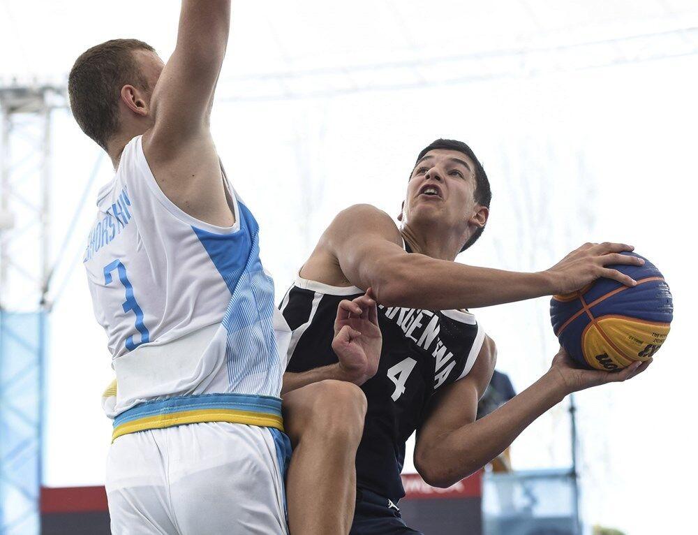 Украина вошла в топ-4 ЮОИ в баскетболе 3х3, опередив Россию