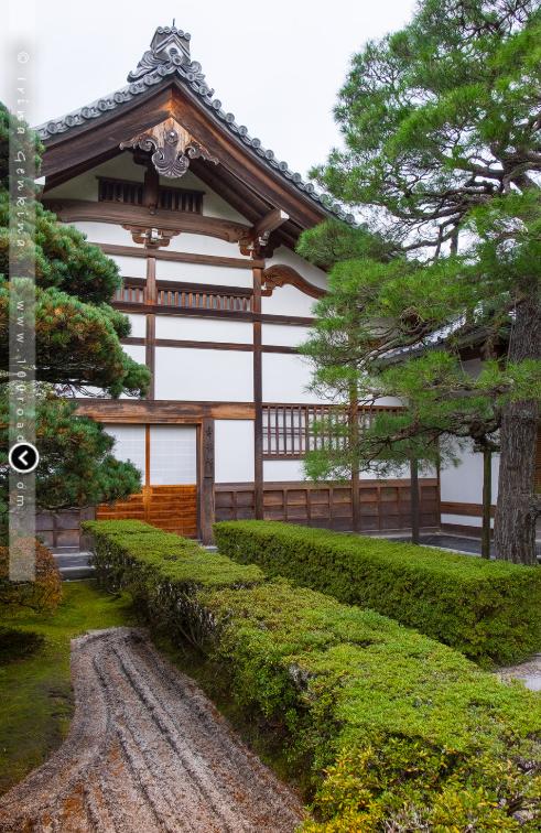 Блогерша рассказала о чудесном храме в Азии