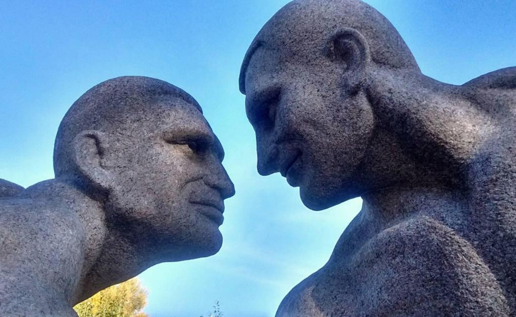 В Украине установили странный памятник братьям Кличко