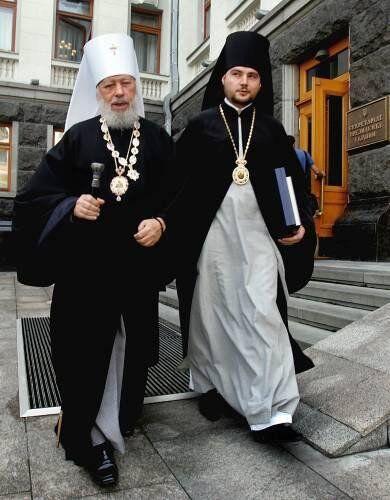 Свого часу єпископ Олександр Драбинко виконував обов'язки секретаря покійного предстоятеля УПЦ МП митрополита Володимира