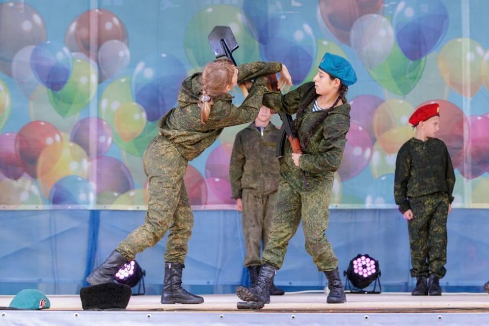 Бойня в Керчи: знаковые фото детей с оружием в Крыму
