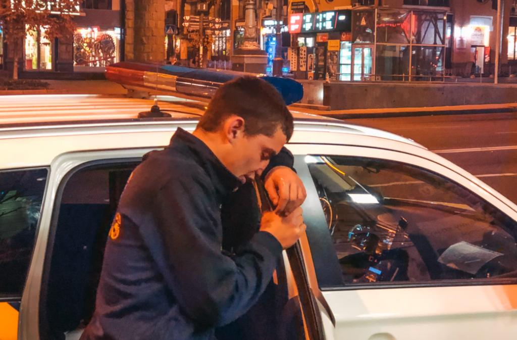 У центрі Києва помітили неадекватну людину