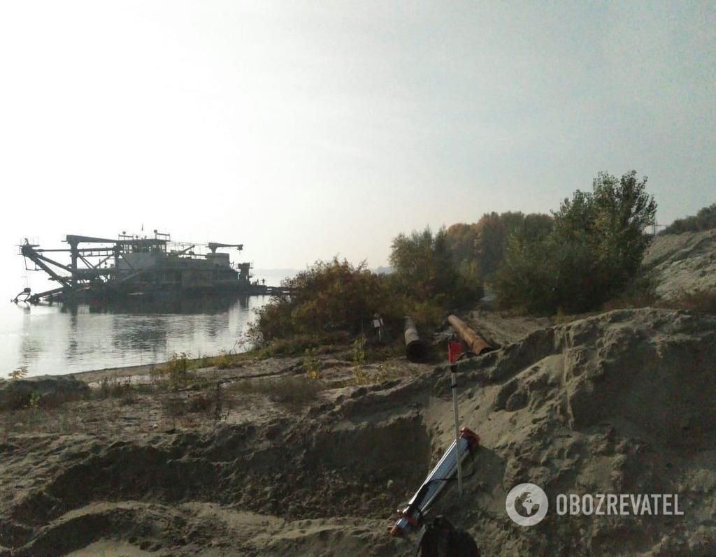 Место незаконной добычи песка