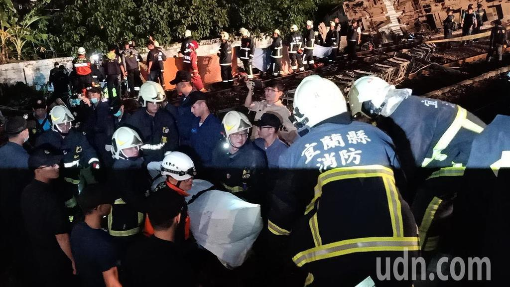 На Тайвані потяг зійшов з рейок: десятки загиблих і поранених
