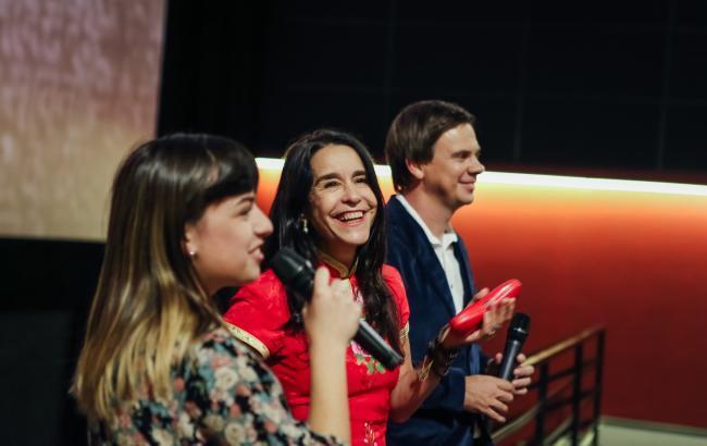 ''Просто зачарована'': зірка легендарного серіалу поділилася враженням про Київ