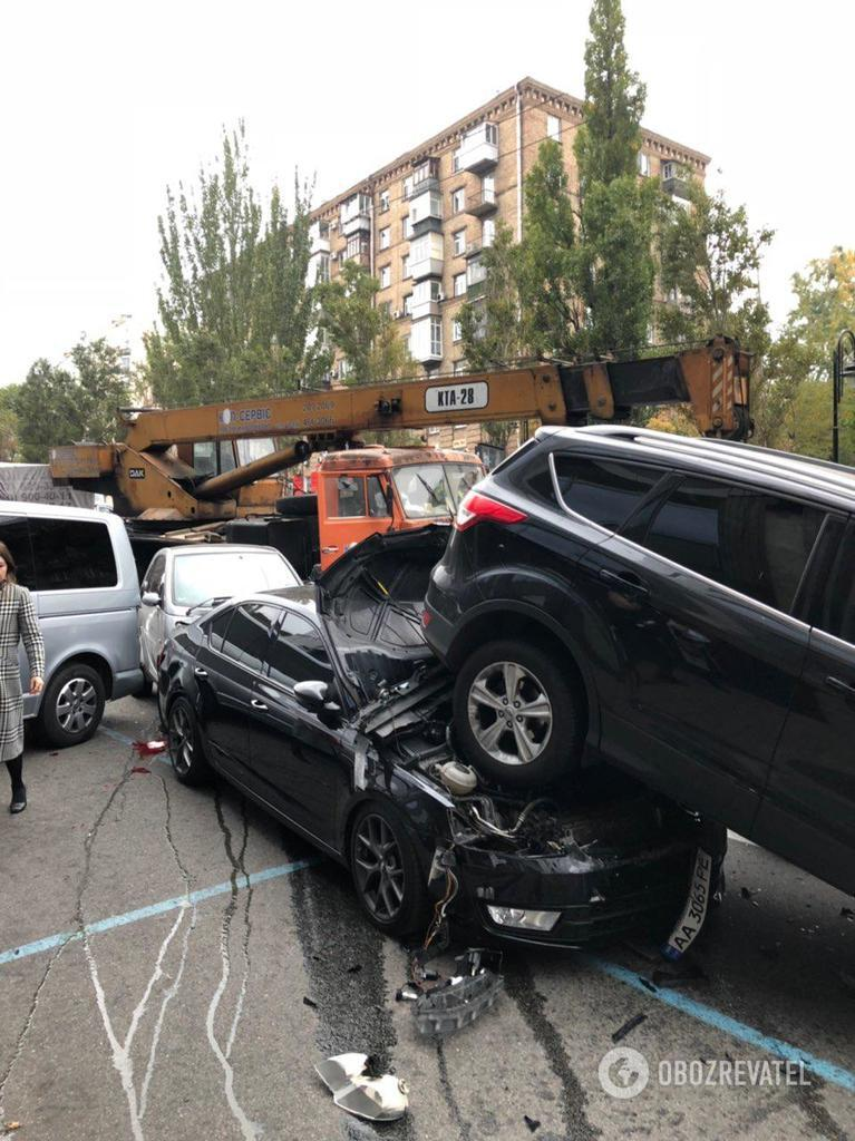 В центре Киева КамАЗ без тормозов снес 20 авто
