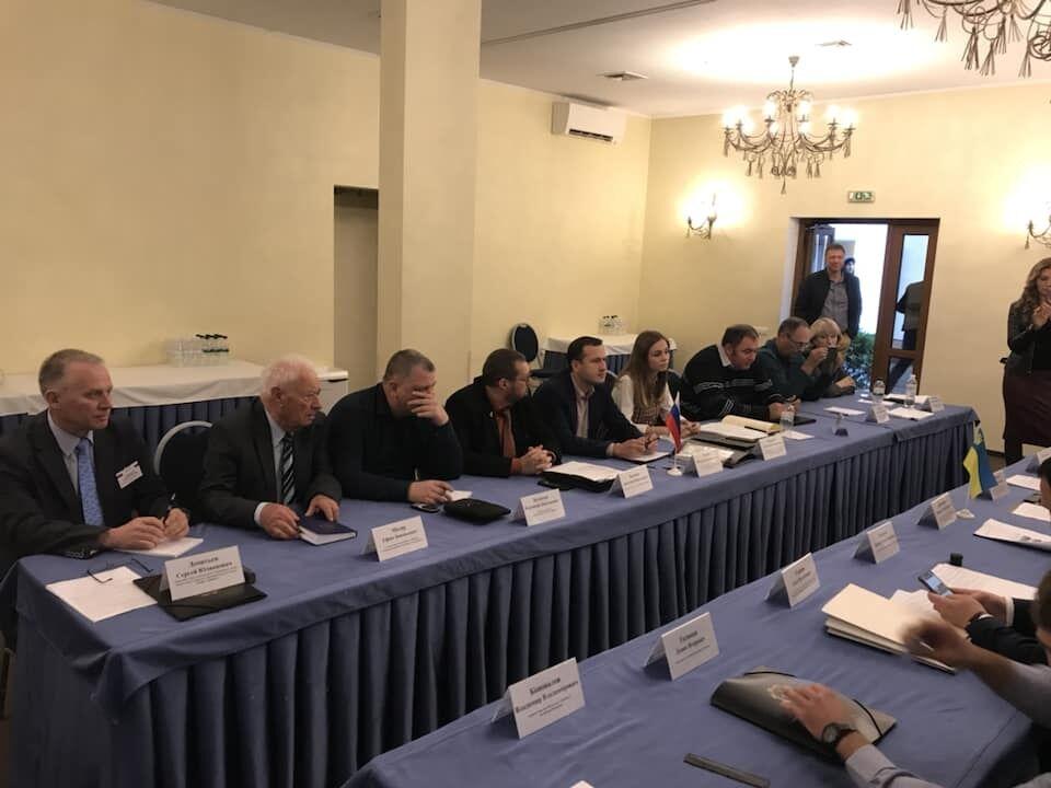 У Києві зірвали засідання скандальної українсько-російської комісії