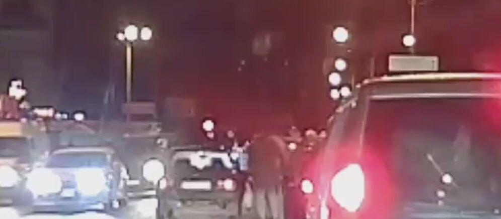Сбили и увезли: на камеры попало ЧП с пешеходом в Харькове
