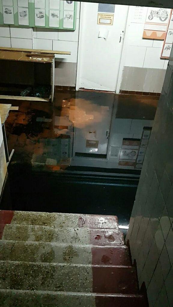 В Харькове студентов заставили ведрами убирать экскременты
