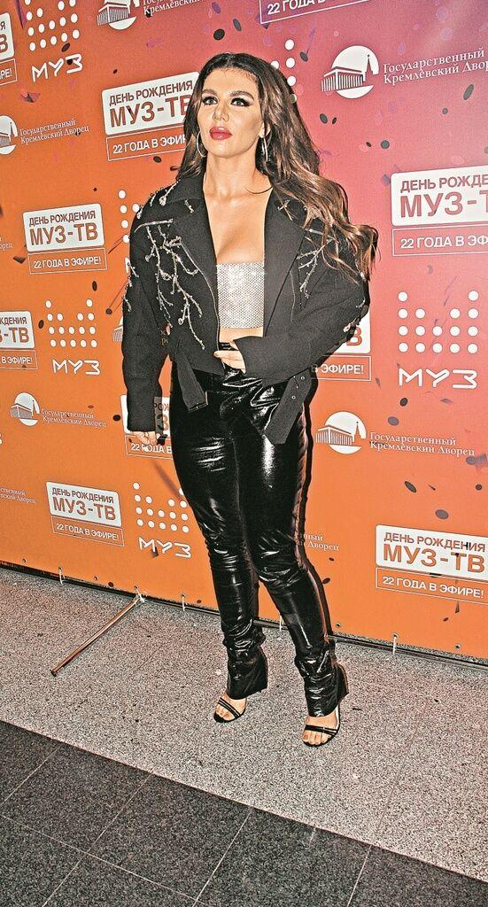Белья заметно не было: украинская поп-звезда явилась в Кремль в откровенном наряде