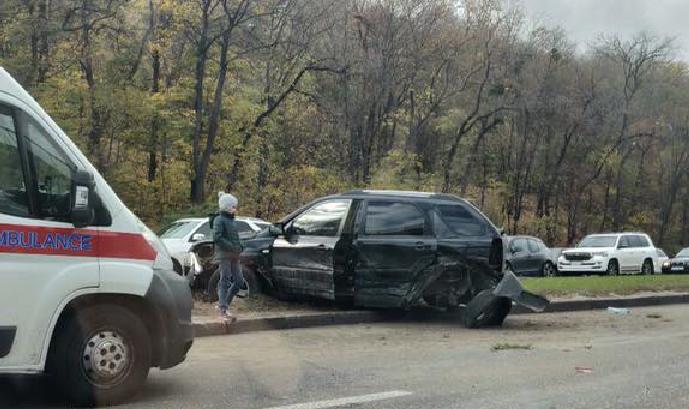 У Києві сталася масштабна ДТП із постраждалими: перші фото