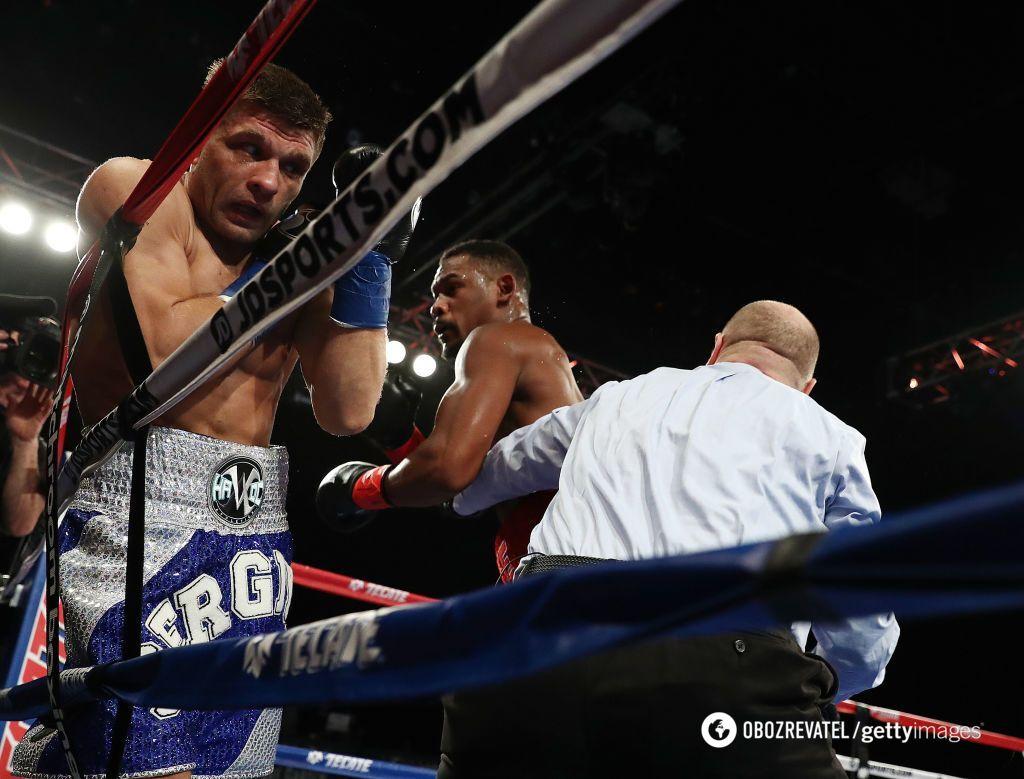 Украинец Деревянченко раздельным решением проиграл чемпионский бой