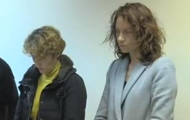 Екатерина Бабкина в суде (справа)