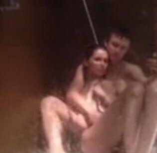 В сети появились развратные фото Мамаева и его жены