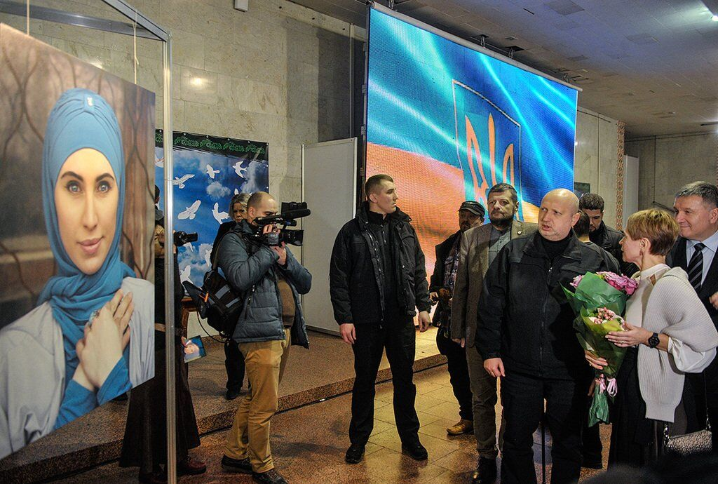 Ірина Камінська на відкритті фотовиставки, присвяченій дочці