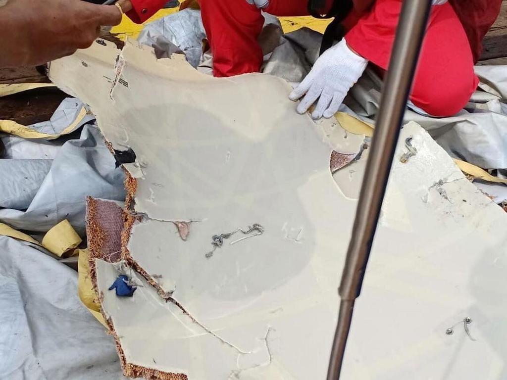 Появились первые фото и видео с места крушения Boeing 737