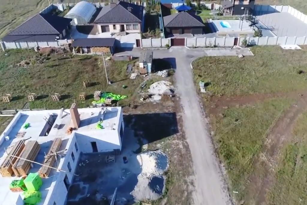 На Киевщине глава сельсовета построила особняк за 27 млн грн