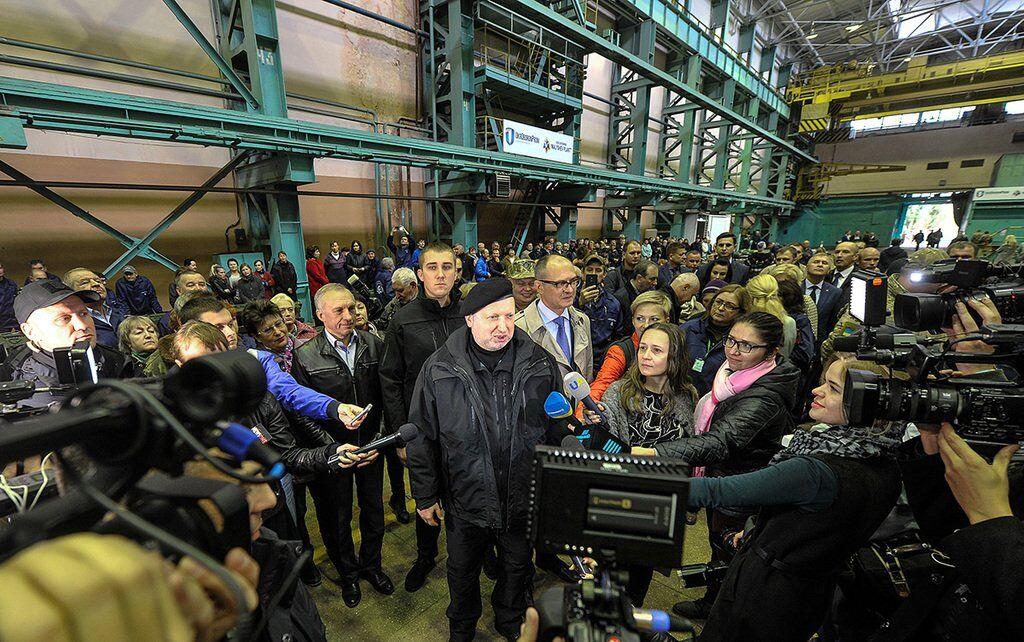 """""""Війська на кордоні"""": Турчинов заявив про загрозу вторгнення"""