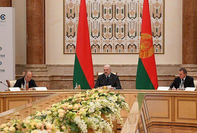 ''Конфлікт на нашій землі'': Лукашенко виступив за ''вибори'' на Донбасі