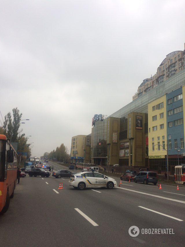У Києві мешканці ЖК Войцеховського перекрили дорогу