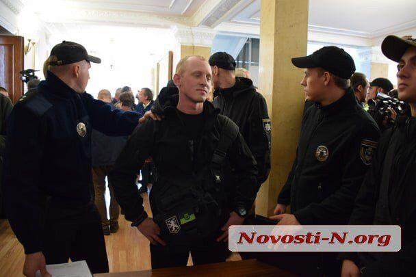 У Миколаєві депутатів облили фекаліями