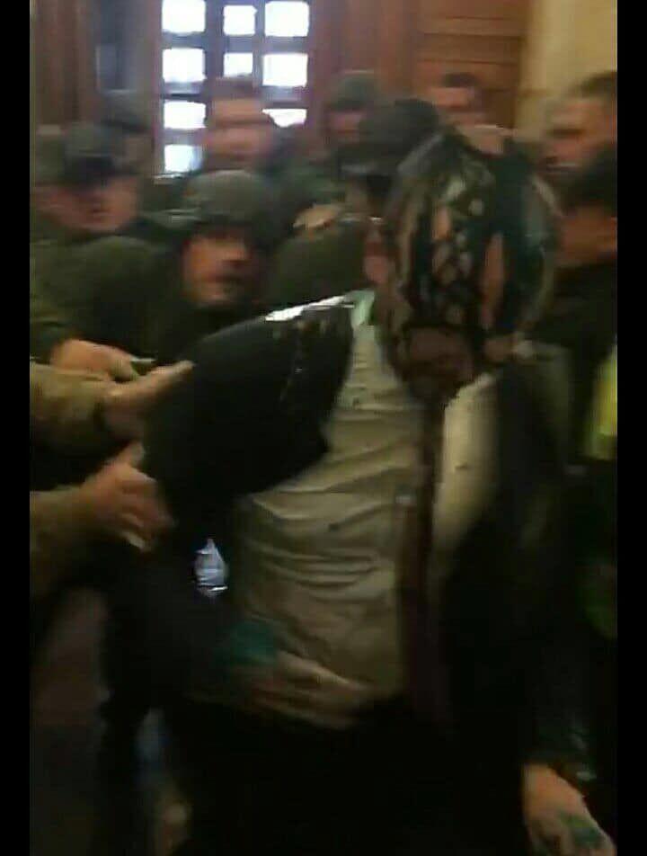 В Киеве побили и облили зеленкой депутата: он в больнице