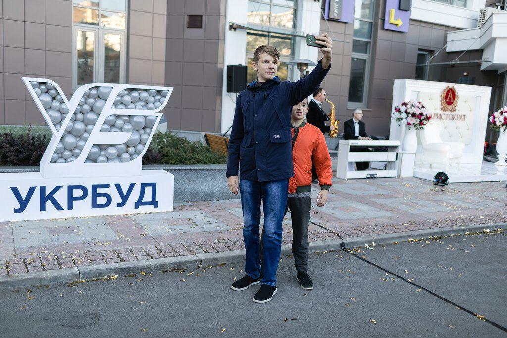 """Міні-містечко для дітей і сонячні панелі: як виглядає новий ЖК """"Аристократ"""" у Києві"""