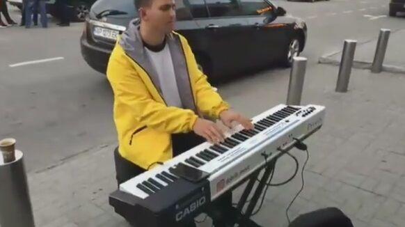 ''Монатік?'' Вуличний музикант із Запоріжжя здивував мережу