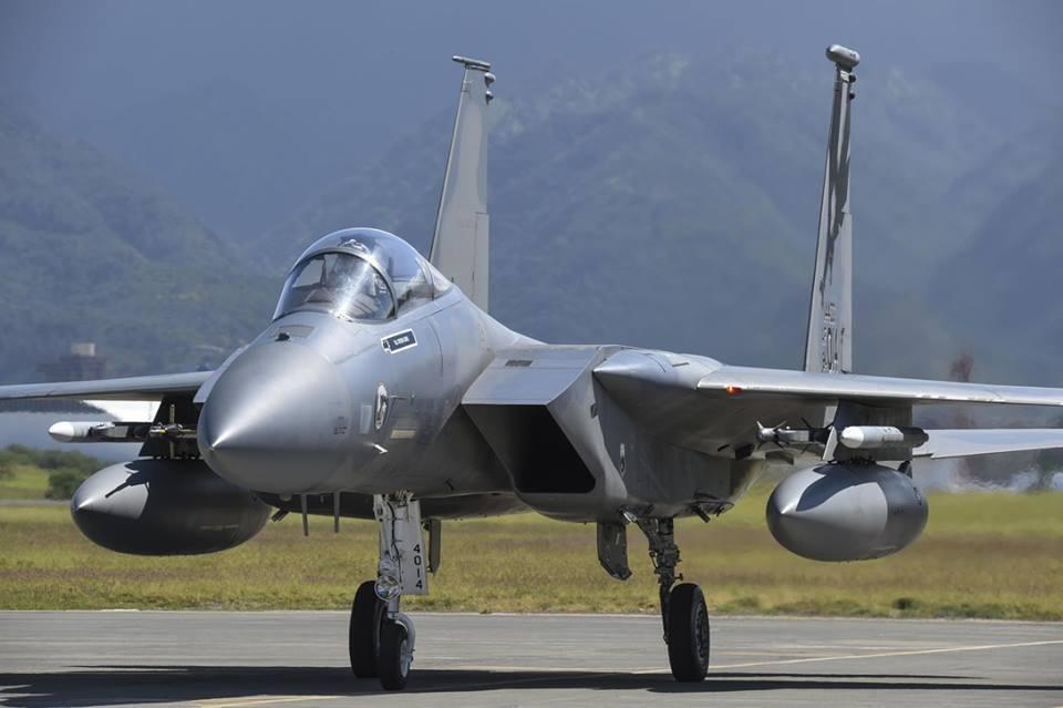 В Україну перекинули військові літаки США