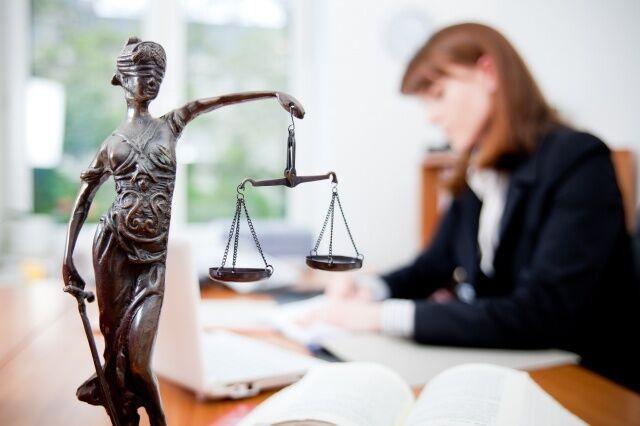 День юриста 2018: необычные поздравления в стихах