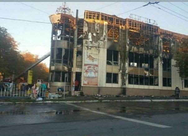 В ''ЛНР'' згорів дотла великий ТЦ: жителі звинуватили окупантів