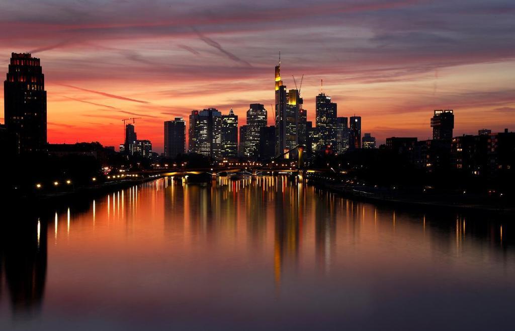 Вечірній Франкфурт-на-Майні: опубліковано яскраві фото